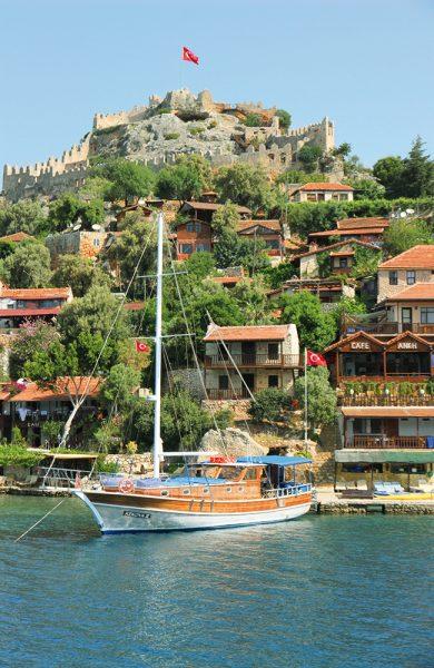 Er dette Tyrkias vakreste hemmelighet? Kaleköy har ingen veiforbindelse, noe som forklarer den avslappende atmosfæren på det lille stedet. Foto: Runar Larsen