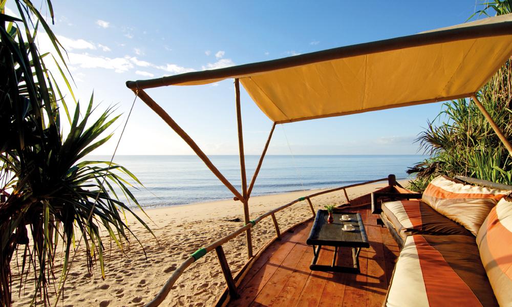 Frokost og kaffe i skyggen med utsikt ove Det indiske hav. Kan det bli bedre? Foto: Runar Larsen
