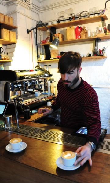 Galleri og kaffesjappe i ett er ingen uvanlig kombinasjon i Shoreditch. Foto: Torild Moland