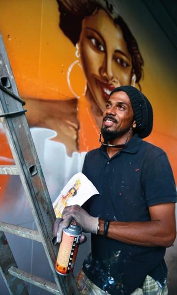 Du skal ikke kjøre mye rundt på Guadeloupe før du ser minst ett kunstverk av Jimmy Sheik Boudhou langs veien. Foto: Gjermund Glesnes
