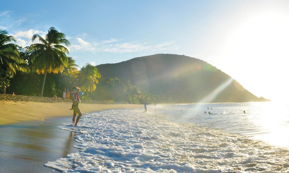 Vestvendt beliggenhet og uten sjenerende hotellkomplekser er Grande Anse et ekte karibisk strandparadis på Guadeloupe. Foto: Gjermund Glesnes