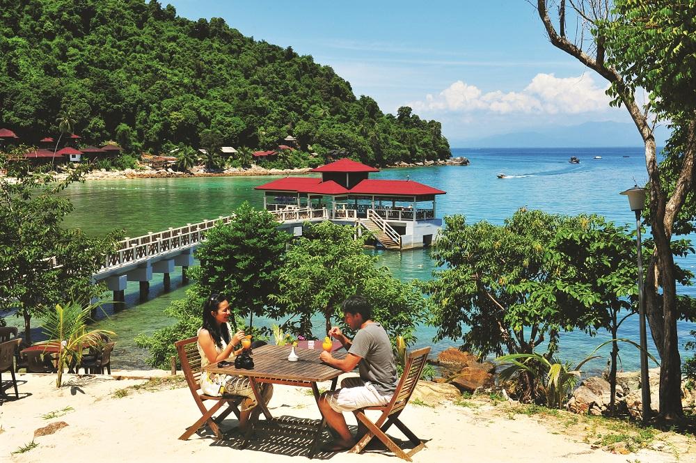 Perhentian-øyene består av to øyer. Flest hoteller og restauranter er det på Perhentian Besar, som også er den største av øyene. Foto: Malaysia Tourism