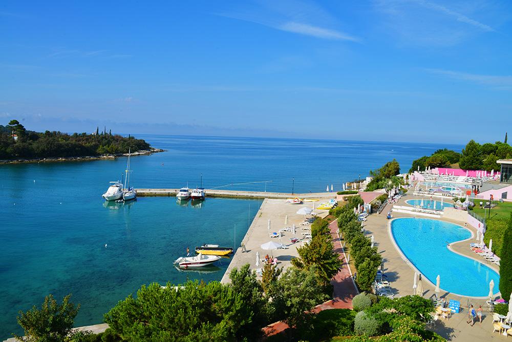 BADELAND: De siste årene er Rovinj også blitt en het badedestinasjon, med hoteller ved Adriaterhavet. Foto: Ronny Frimann