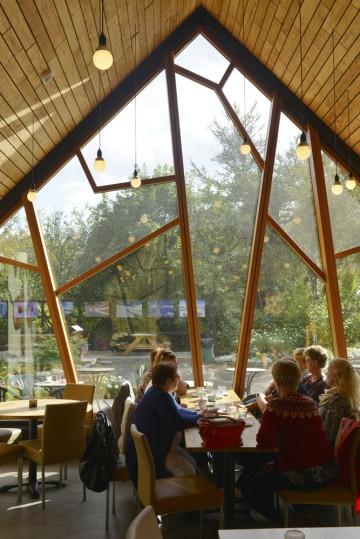 Café Björk i Akureyris botaniske hage byr på stilig arkitektur og gode kaker. Foto: Gjermund Glesnes