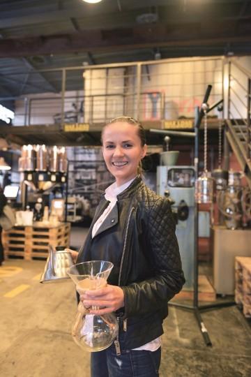 Małgorzata Bartelak eier kafeen Coffee Cargo. Foto: Gjermund Glesnes