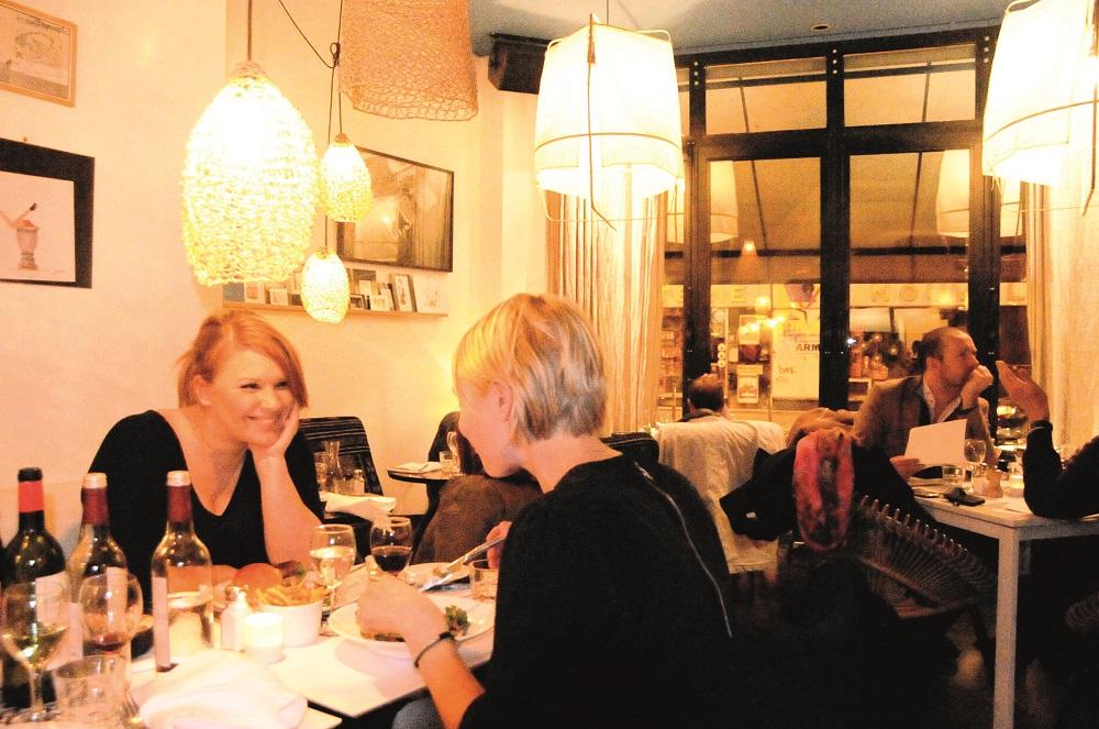 Det sies at man kan sightse i andre deler av Paris og komme til Marais for å spise. Det er virkelig en bydel for matmonser. Foto: Torild Moland