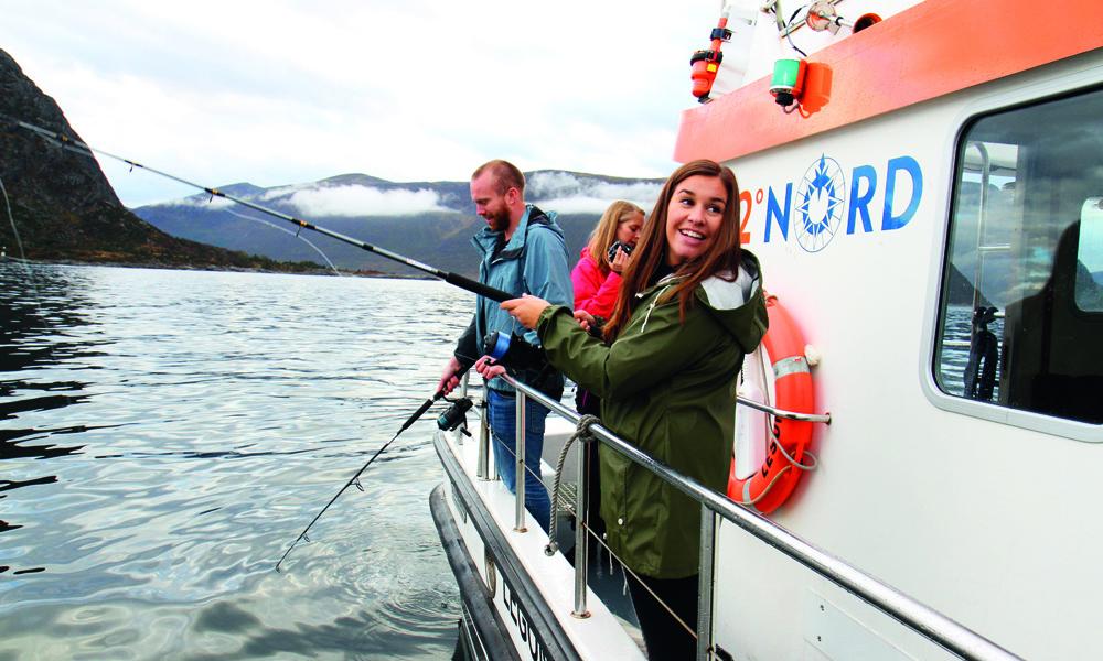 Veien fra fjord til fat er kort. I alle fall ved hjelp av litt god, gammeldags fiskelykke på sunnmørsk farvann. Foto: Runar Larsen