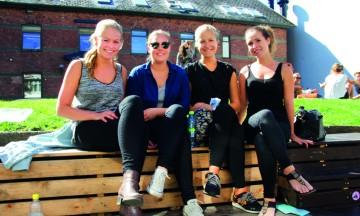Norske Elisabeth Hult Jakobsen (23) (til høyre) og studievenninnene forelsket seg raskt i Århus - byen de mener har alt. Inkludert fantastisk shopping! Foto: Kjersti Vangerud