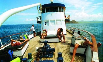 Det gode liv på dekk, og enten det er et stort eller lite skip er det aldri over 100 passasjerer. Foto: Torild Moland