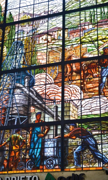 Glassmaleriet på jernbanestasjonen Abando viser hele byens historie. Foto: Gjermund Glesnes