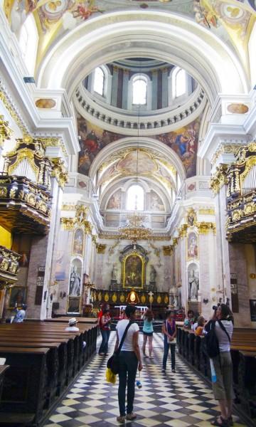 Ljubljana har en rekke kirker det er verdt å gå innom, og katedralen er den aller vakreste. Foto: Torild Moland