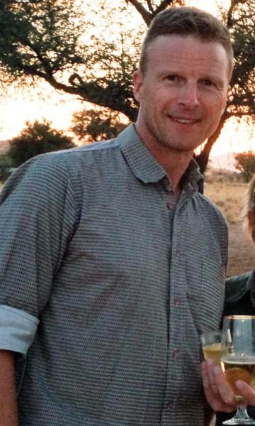 Når Hans Thomas Holm (50) ikke er på reise med kamera rundt halsen, er han prosjektsjef i Statsbygg. Foto: Privat