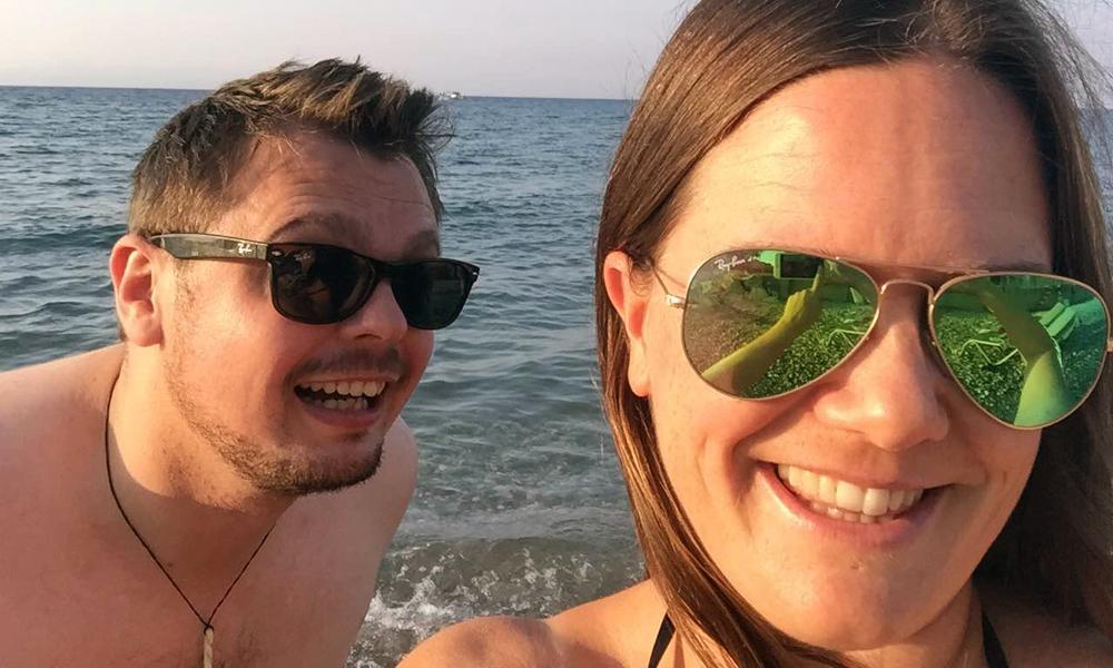 Henriette Gran Myreng (38) tester den stilige resorten Sunprime Miramare på Rhodos sammen med sin tyske kjæreste Stephan. Foto: Henriette Gran Myreng