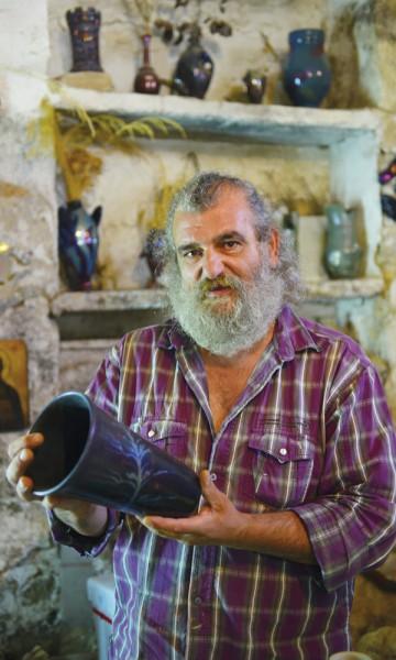 Om du utforsker mastiksåsene, gatene i Mesta eller keramikkverkstedet til Nikos Balatsos, på Khios er du aldri langt fra noe vakkert. Foto: Gjermund Glesnes
