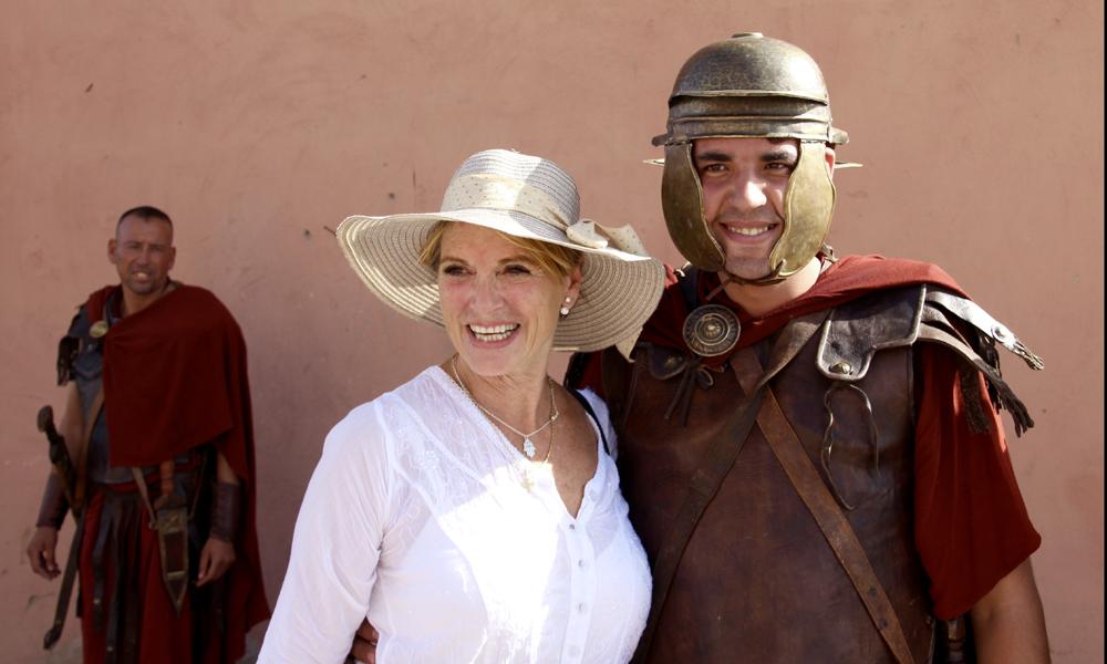 Gladiatorene til den legendariske Cleopatra var derimot usedvanlig villige til å bli med på et bilde. De trodde faktisk at Pia var en stor skuespiller og skjønte ikke at vi bare var turister. Foto: Hans-Christian Bøhler