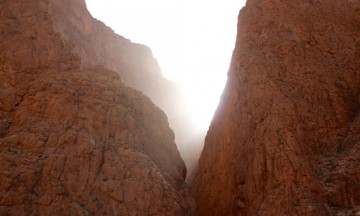 Marokkos Grand Canyon i morgenlyset. Et fantastisk sted for klatrere. Foto: Hans-Christian Bøhler
