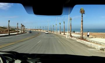 Fra Rabat går veien langs havet. Det meste av tiden er det vakre palmealleer frem til Casablanca. Foto: Hans-Christian Bøhler