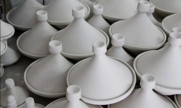 Har du vært i Marokko, har du helt sikkert fått servert mat i tajine. I pottemakeriet ser vi hvordan de lages. Foto: Hans-Christian Bøhler