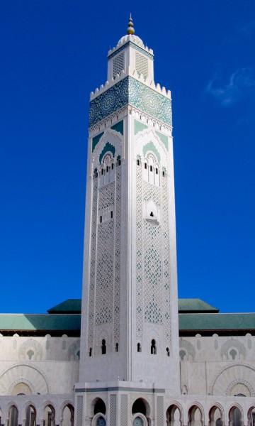 Moskeen Hassan II i Casablanca har verdens høyeste minaret og er en arkitektonisk perle. Arkitekten var riktig nok ikke muslim, men det synes ikke på resultatet. Foto: Hans-Christian Bøhler