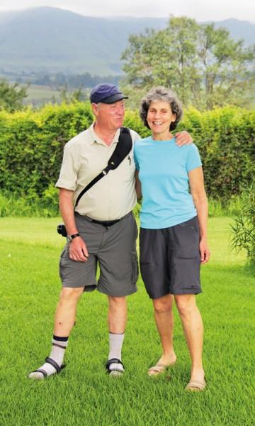 Fotograf Simon Polacsik (67) og illustratør Annice (64) er enige om at Drakensberg er den perfekte insirasjonskilde for dem begge. Foto: Kjersti Vangerud