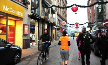 København er en av byene i Europa som satser stort på å tilrettelegge byen for syklister. Her fra Strøget. Foto: Torild Moland
