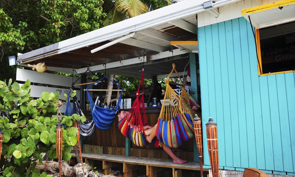 En hengekøye på Coki Beach er ikke så dumt. Foto: Torild Moland