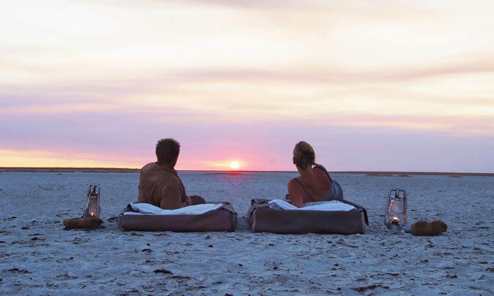 Solnedgang på en av verdens største saltsletter – vakrere blir det nesten ikke. Foto: Ronny Frimann