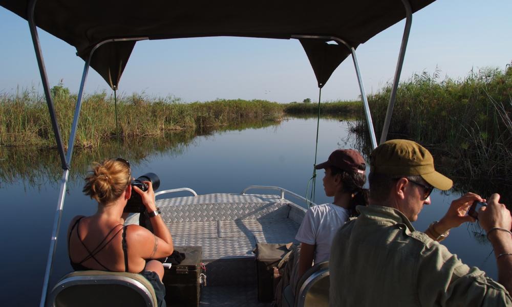 Skal du leve i Okavango, verdens største innlandsdelta, er det ingen vei utenom vannet. Foto: Ronny Frimann