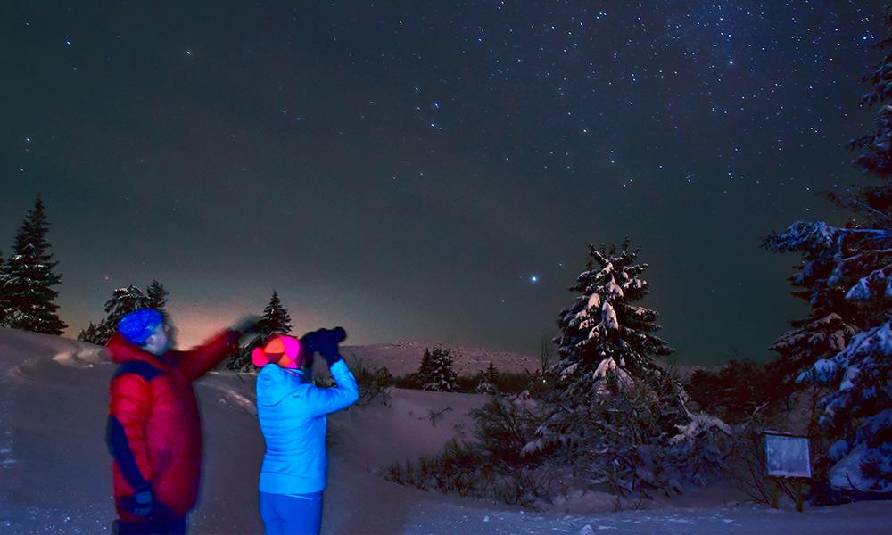 En himmel full av stjerner lyser over Trysil i natten. Bli med på stjernekikking! Foto: Ronny Frimann
