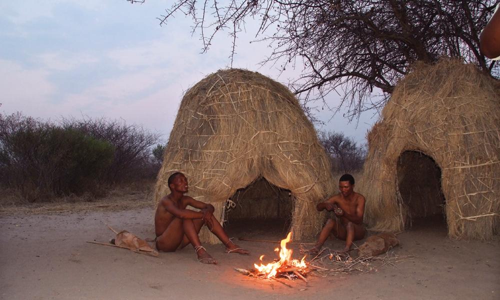 Sanfolket har levd i Kalahariørkenen i 20 000 år, men er en døende kultur. Foto: Torild Moland