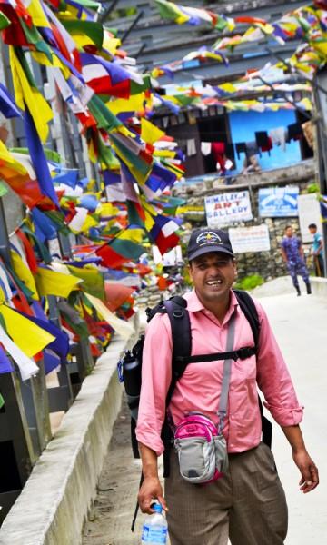 Det var aldri langt mellom smilene til guiden Purushottam «Puru» Regmi. Foto: Mari Bareksten