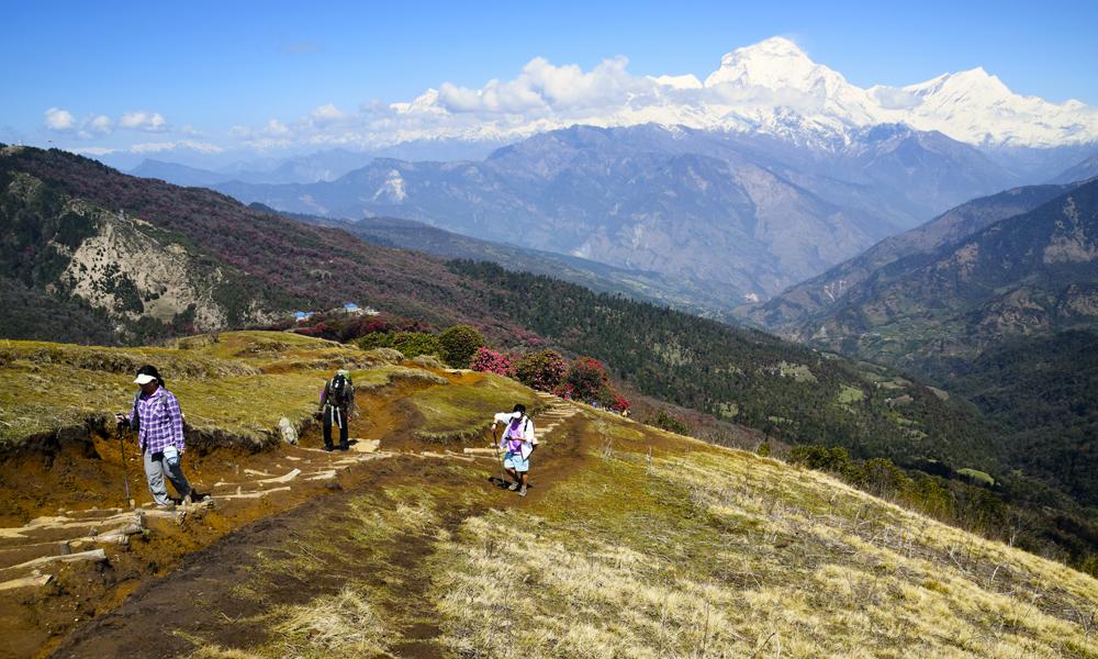 Det er viktig å ta seg god tid, stoppe opp pg nyte den imponerende utsikten mot Annapurna-fjellene. Foto: Mari Bareksten