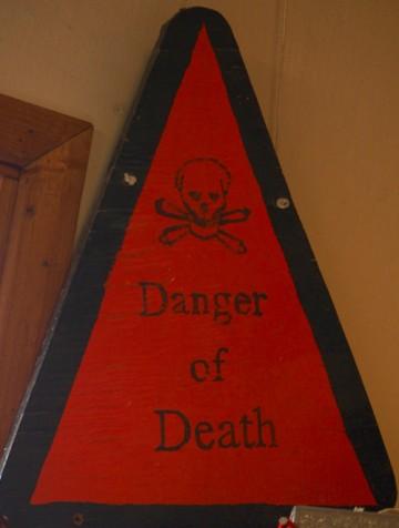 Ganske klar advarsel på forskningsstasjonen. Foto: Ann Kristin Balto
