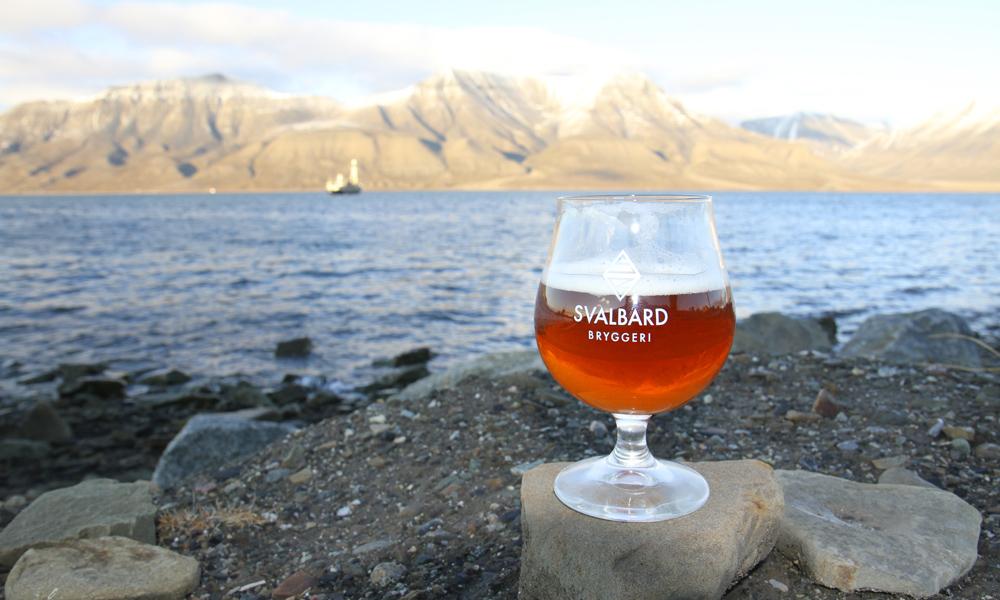 Det måtte en lovendring til for at Svalbard Bryggeri kunne starte produksjonen. Nå brygges det for fullt i Longyearbyen. Foto: Runar Larsen