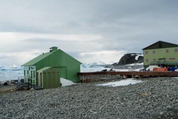 Forskningsstasjonen på Jenny Island. Foto: Ann Kristin Balto