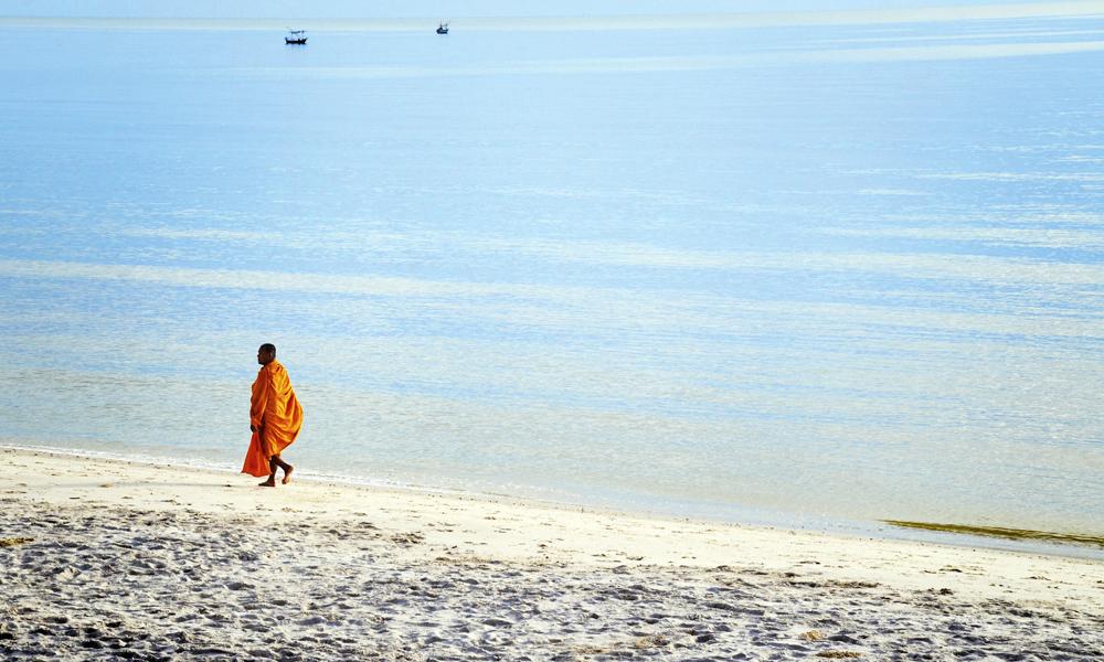 Thailand og buddhistmunker hører på mange måter sammen. Totalt er det mer enn 40 000 templer i Thailand! Foto: Mari Bareksten