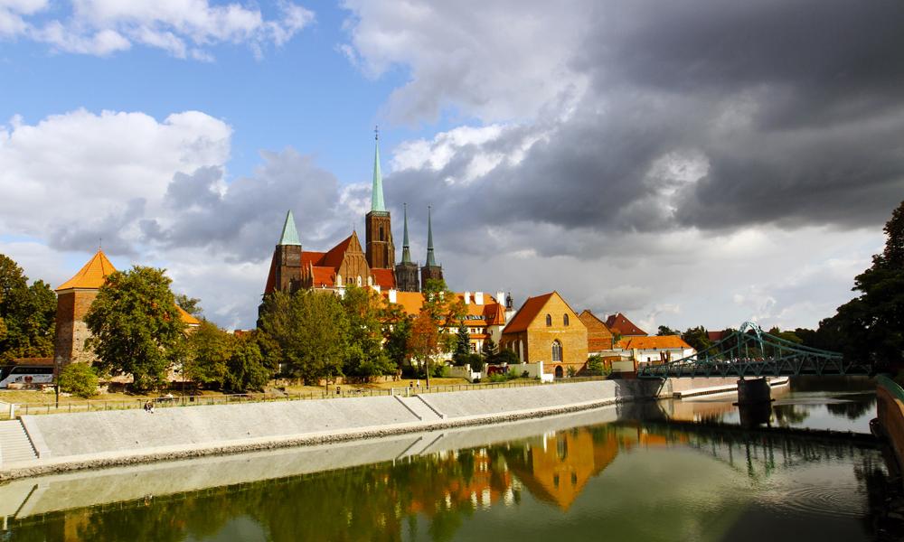 Wroclaw ligger vakkert og innbydende til ved elven Odra, og har til nå vært i skyggen av mer kjente byer som Krakow og Gdansk. Det endres nok i året som kommer npr den er Europeisk kulturhovedstad 2016. Foto: Runar Larsen