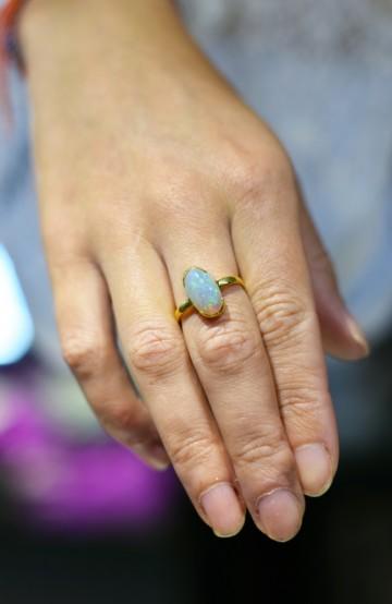 Mange mener opalstenen er minst like vakker som diamanten. Foto: Mari Bareksten