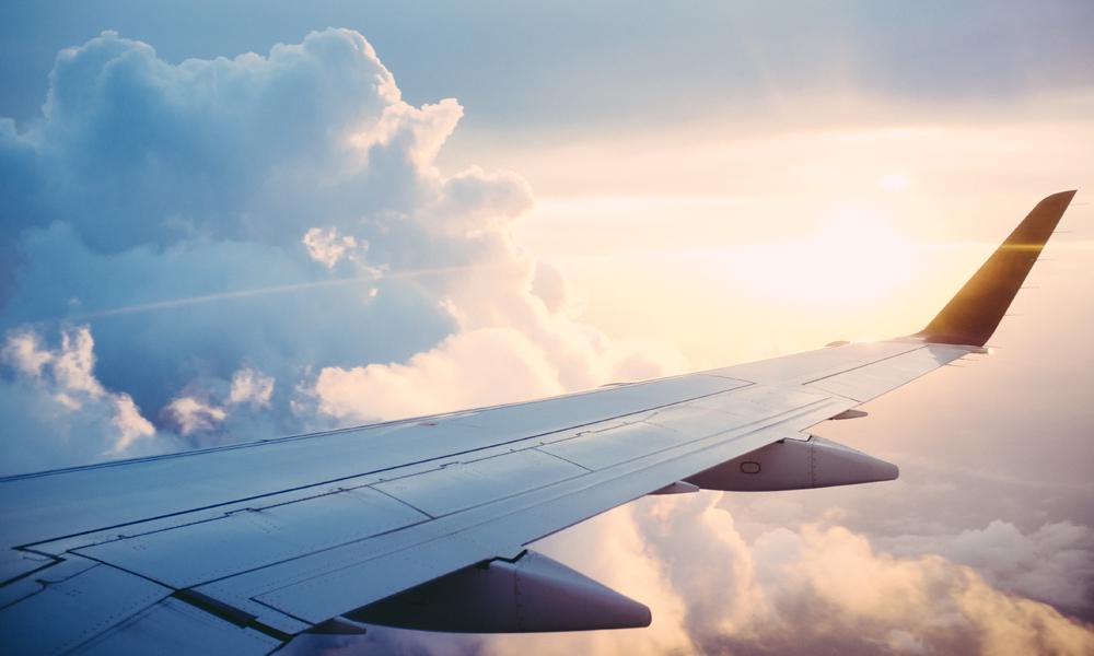 Det er ikke vits i å betale mer enn man må når man skal ut å fly – her er noen gode tips til hvordan man kan fly billigst mulig. Foto: Pexels