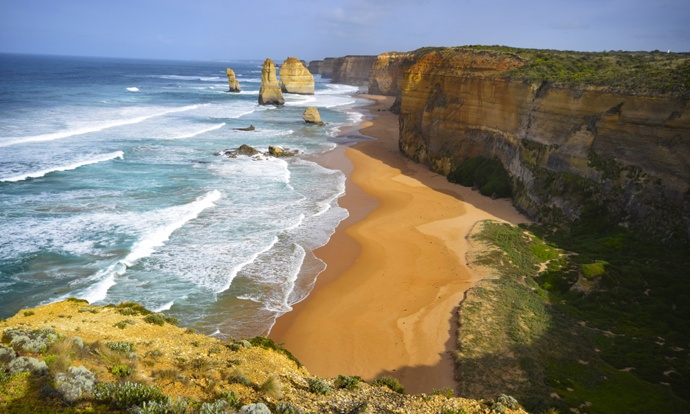 De 12 apostler er Great Ocean Roads aller mest kjente severdighet. Åtte såkalte staurer av kalkstein er igjen av de opprinnelige 12, og ligger majestetisk til ute i det stormfulle Sørishavet. Foto: Mari Bareksten