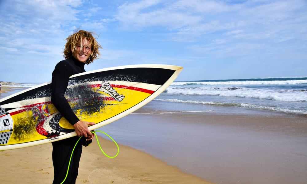 Surfebyen Torquay er surfebyen over alle surfebyer, og er ofte startpunktet for kjøreturen Great Ocean Road. Harry Cornell (24) har prøvd å fange den perfekte bølge i ti år. Foto: Mari Bareksten