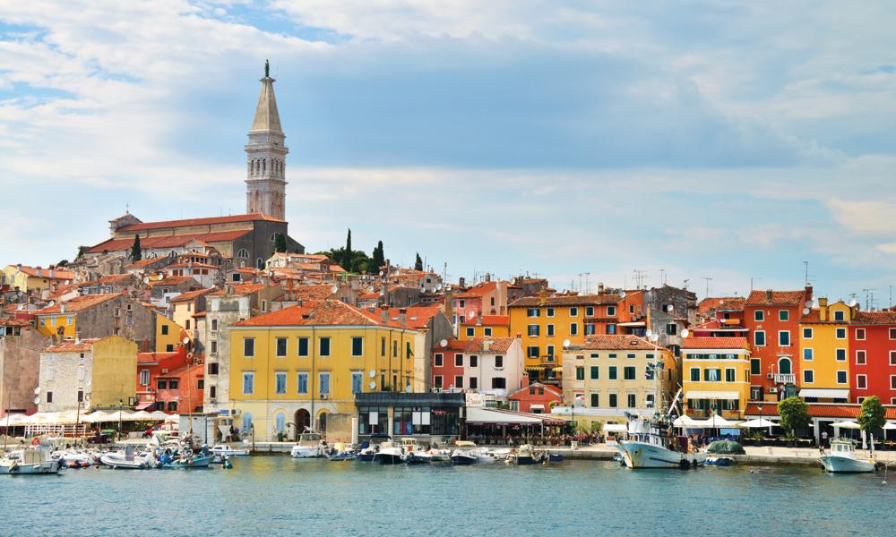 Fremme i Kroatia venter vakre, koselige byer og krystallklart badevann. Her fra Rovinj. Foto: Ronny Frimann