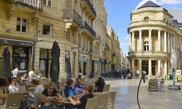 Det gylne triangel er navnet på et flott område avgrenset av tre gater i sentrum, der du finner Bordeaux eksklusive shopping og en rekke fine kafeer – gjerne utendørs. Foto: Gjermund Glesnes