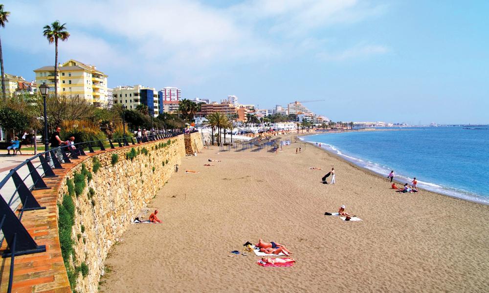 Costa del Sol – etter lange dager i bilen venter late dager på stranden i Spania. Foto: Torild Moland