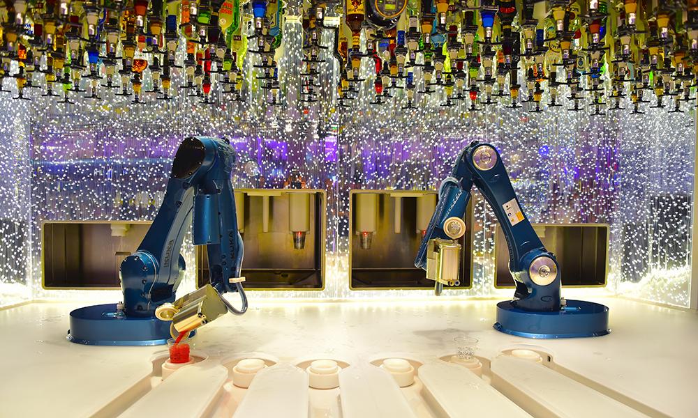 På Bionic Robotbar smaker drinken det samme, selv om servicen er mekanisk. Foto: Ronny Frimann