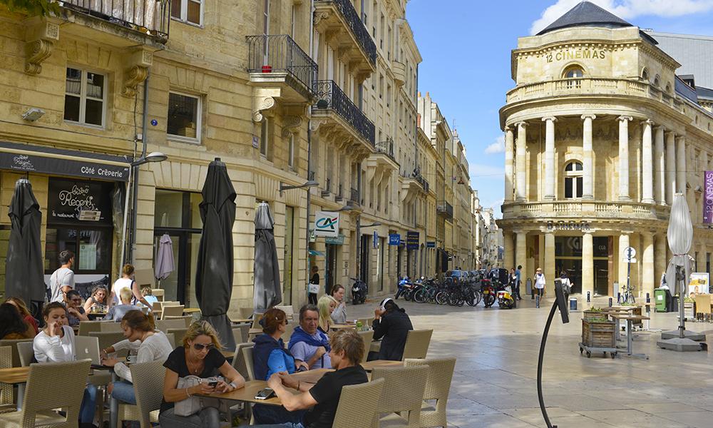 Det Gylne Triangel er navnet på et flott område avgrenset av tre gater i sentrum, der du finner byens eksklusive shopping og en rekke fine kaféer – gjerne utendørs. Foto: Gjermund Glesnes