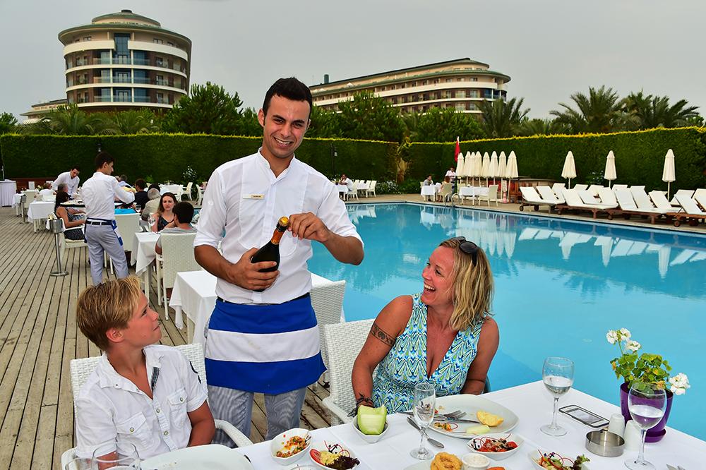PERSONLIG FAVORITT: Jeg elsker Tyrkia, og har feriert her annethvert år både med og uten familien. Belek er en favoritt, med masse flotte hotell og lange strender. Foto: Ronny Frimann
