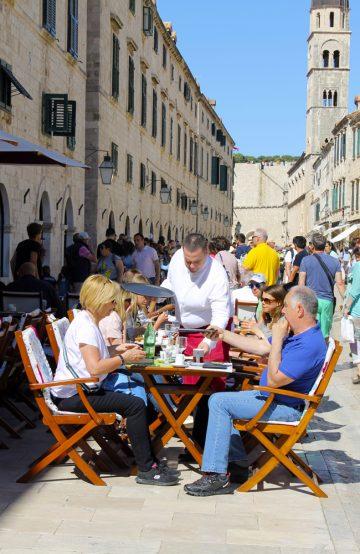 Dubrovnik oppdages best ved å smake seg gjennom gamlebyens historiske og koselige gater. Foto: Ida Anett Danielsen