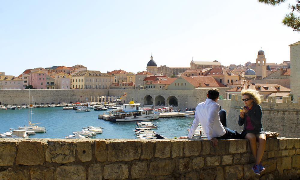 Fra toppen av bymuren eller her ved båthavnen - hvor enn du går i Dubrovnik er utsikten nærmest upåklagelig. Foto: Ida Anett Danielsen