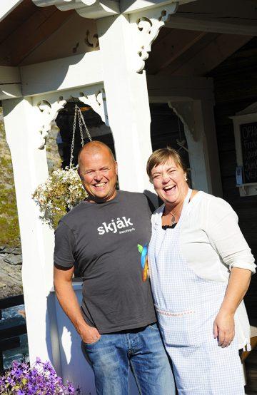 Marianne Stensgård og Arnstein Fjerdinggreen åpnet Billingen Seterpensjonat i juli 2015, i et hus fra bygda på en plass som har vært i familien i alle år. Foto: Torild Moland